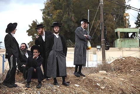 Haredi youths protesting outside a military prison south of Haifa, in solidarity with two Yeshiva students who were imprisoned for refusing to report to the IDF recruitment offices last December. Now an anti-Zionist, leftist NGO has made it its mission to help these young men beat the draft.