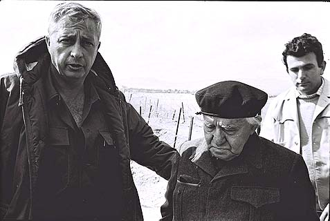 General Sharon with retired Prime Minister David Ben Gurion near the Suez Canal, in 1971.
