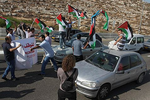 Arab rioters close the 443 Highway from Jerusalem to Ben Gurion Airport. When the road is open, they throw rocks and firebombs to try to cause fatal car crashes.