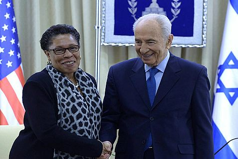 President Shimon Peres meets with Ohio Democratic Congresswoman Marcia Fudge, chair of the US Congressional Black Caucus, at his official residence in Jerusalem Tuesday.