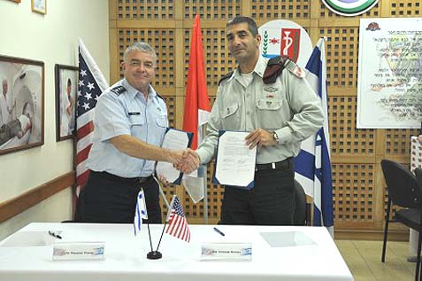 U.S. Air Force Lieutenant General (Dr.) Thomas W. Travis (L) and , IDF Chief Medical Officer Brig. Gen. (Prof.) Yitzhak Kreiss.