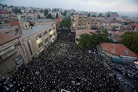 Haredim plan to paint Highway 1 black at the entrance to Jerusalem Sunday.
