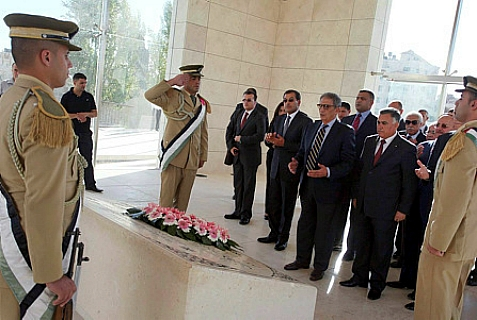 Representatives of the Arab League visit Arafat's grave when visiting the Palestinian Authority.