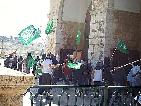 Hamas supporters marching on the Temple Mount, waving Hamas flags.
