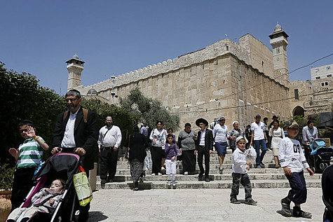 Jews visit Ma'arat Hamachpela during Pesach. Not all visits are this peaceful.