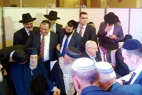 An Amar family wedding.  Seated at the dais are: Baba Baruch (l), Rav Shlomo Amar (cl), Likud MK Ruby Rivlin (cr), and Shas MK Eli Yishai (r).