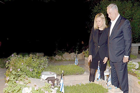 Bibi at grave of his brother Yoni Netanyahu