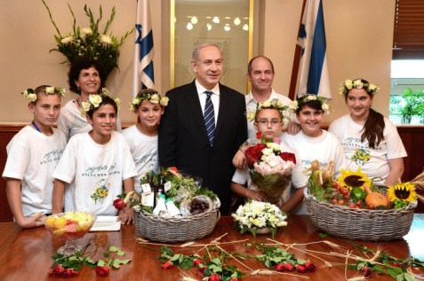 Prime Minister Netanyahu receives baskets of first fruits from children in his office in Jerusalem, May 12, 2013.