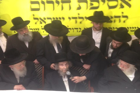 Maran Rosh Hayeshiva, HaGaon Rav Aharon Yehuda Leib Shteinman (center) and Maran HaGaon Hagadol Rav Chaim Kanievsky (right), Slonimer Rebbe  (left) meet to launch the Chinuch Atzmai Emergency Transportation Fund Campaign.