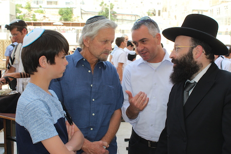 Rabbi of the Western Wall Shmuel Rabinovitch meets actor Michael Douglas at the Kotel, June 20, 2014