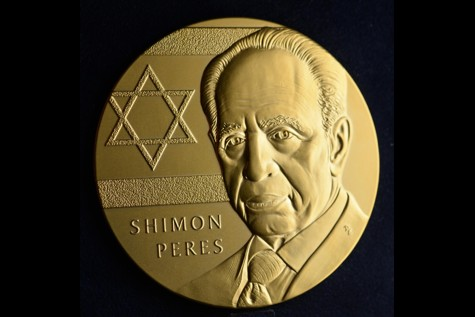 President Shimon Peres receives the Congrssional Gold Medal.