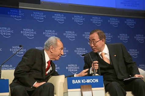 Shimon Peres chats with UN Secretary General Ban Ki-Moon at the World Economic Forum, 2009