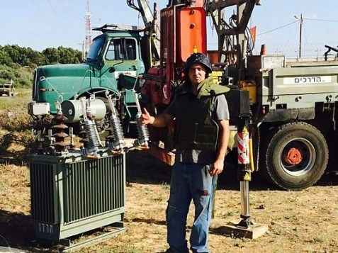 An electric company worker risking his life to restore power to Israeli communities along the Gaza border.