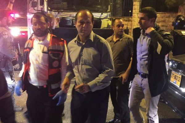 Mayor Nir Barkat arriving at scene of terror attack. Photo: Rotter.net / B'Mizrach Hatichon