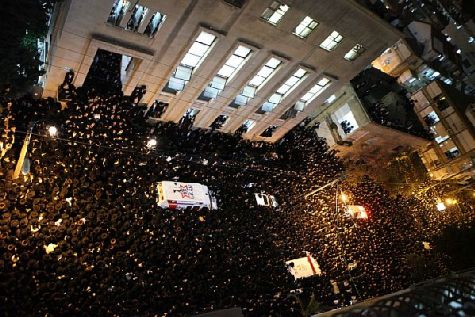 Thousands packed the streets of Bnei Brak to accompany the 102-year-old Shevet HaLevi, Rabbi Shmuel Vosner (Wosner ), zt'l, on his final journal past the Chochmei Lublin Yeshiva and to his final resting place.
