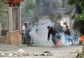 Arab rioters in El Aroub.