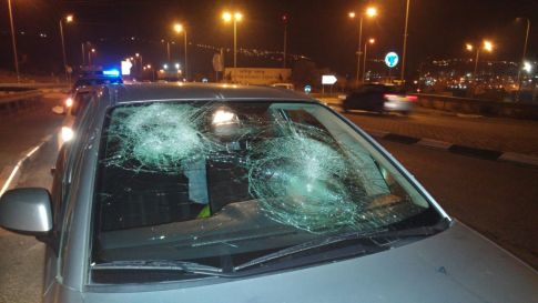 Car stoned near Beitar - Dec. 3, 2016