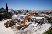 The Jerusalem Municipality destroys an illegally built building in Beit Hanina (Archive 2012)