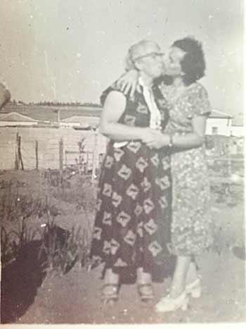 Feida Sima and her sister Sheindl in Israel.