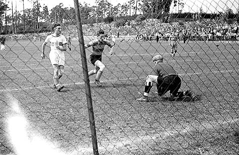 Berlin, Germany, 1937, Hakoach Vienna in a soccer match at the Bar-Kochba international sports games. / Courtesy Juedischen Museum Im Stadtmuseum, Berlin; Yad Vashem Photo Archives