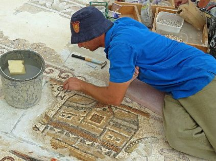 Buildings were among the images depicted in the excavated mosaic conserved in the Kiryat Gat Industrial Park.