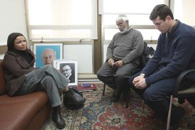 MK Shelly Yacimovich meeting with Ilan Moreno, father of war hero Emanuel Moreno, and a soldier who served with him, January 28, 2008.