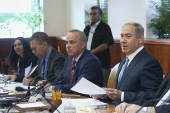 Prime Minister Netanyahu leads the weekly cabinet meeting at the Prime Minister office in Jerusalem on September 27, 2016.