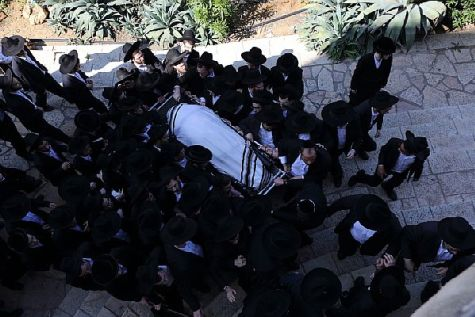 Hareidi-religious Jewish men carry the body of head of Yeshiva of Ponevezh Rabbi Chaim Shlomo Leibowitz, zt'l during his funeral in the city of Bnei Brak.