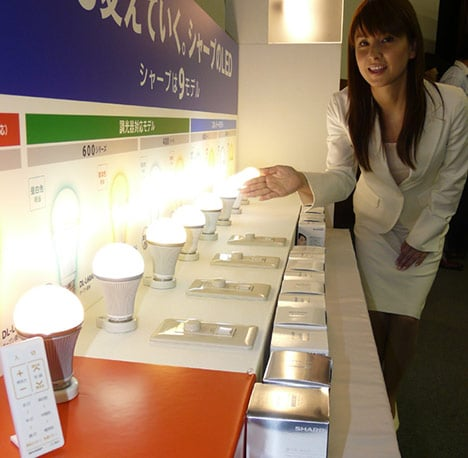 led-lightbulb-tunable-color-japan03
