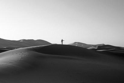 Katie Paterson Inside this Desert Lies the Tiniest Grain of Sand, 2010 Schwarz-Weiß-Fotografie 99 x 123 x 48 cm Courtesy Katie Paterson