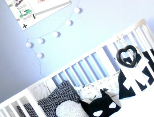 lit blanc stokke chambre garçon noir et blanc