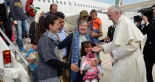 pope-francis-welcomes-a-group-of-syrian-refugees-after