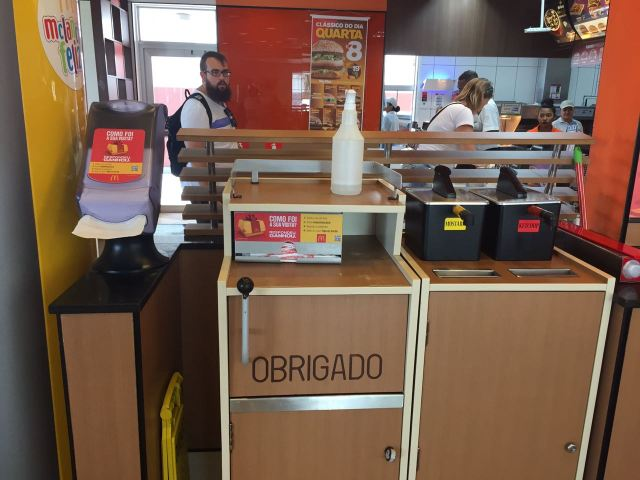 Morador do Norte da Ilha reclama da higiene do Mc'Donalds