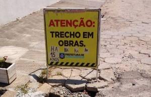Obra da prefeitura vira motivo de piada em rua da Praia dos Ingleses