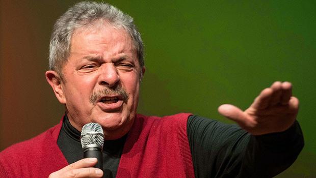 Ex-presidente Lula da Silva: sem poupar críticas ao seu partido e  à presidente que ele inventou