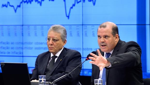 Presidente do BC não descarta venda de dólares das reservas internacionais
