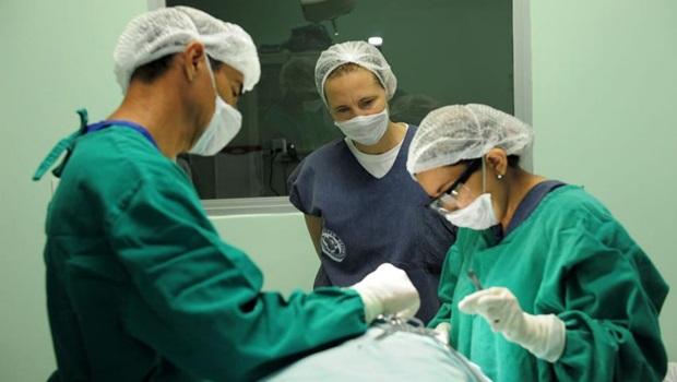 Possível revisão da Lei do Ato Médico retoma velhas polêmicas em relação à saúde no Brasil