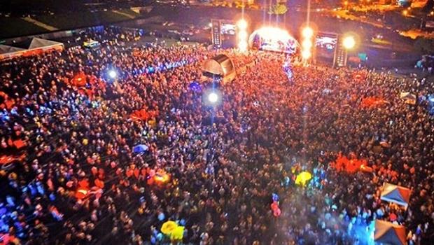 Público lota estacionamento do Serra Dourada para acompanhar a festa de réveillon   Foto: Goiás Turismo