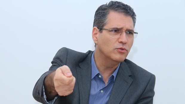 Iris foi desrespeitoso com a população ao faltar a debate, afirma Francisco Jr