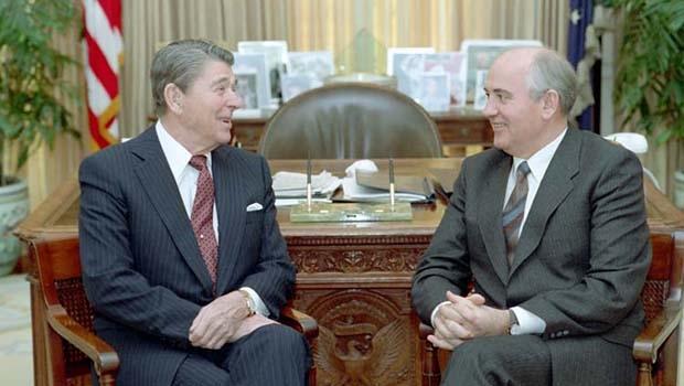 Ronald Reagan, o político que derrubou o comunismo, acabou derrotado pelo Alzheimer