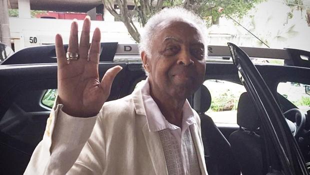 Após ficar seis dias internado, Gilberto Gil tem alta de hospital