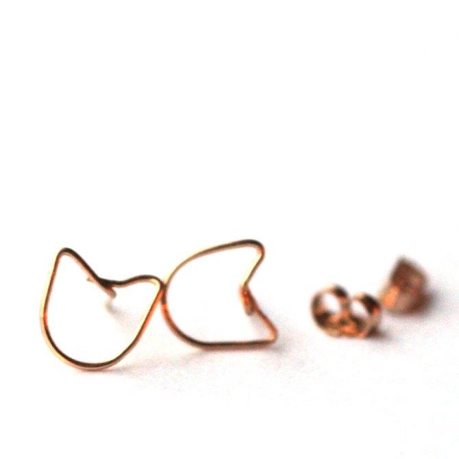 cat-wire-earrings-gold-studs