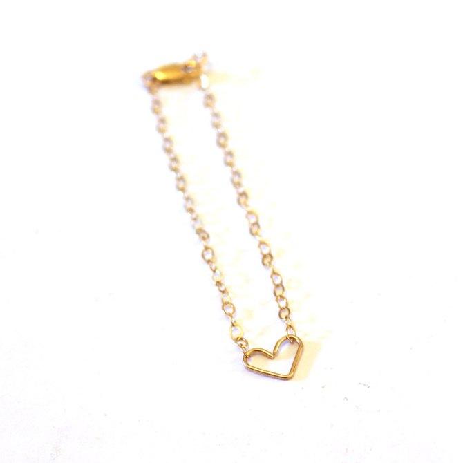 dainty-heart-bracelet-gold-handmade