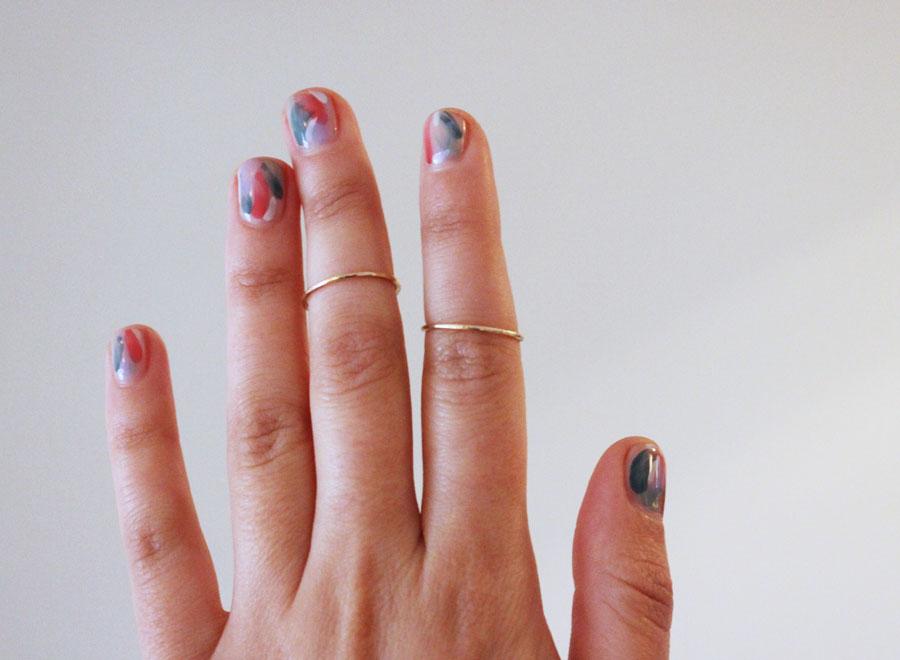 mani-abstract-art-brushstroke-diy-nails