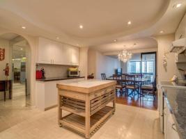 131 Beecroft Rd Kitchen