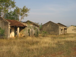 Run down buildings in Ganiyari