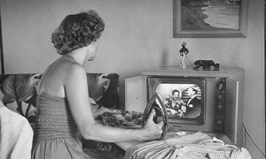woman-watching-tv-in-50s-007
