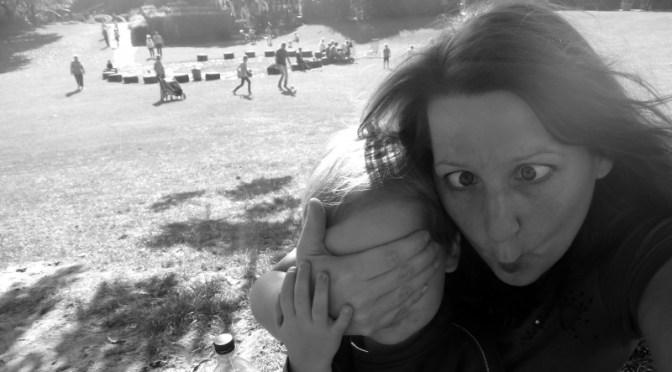Hier ein Bild mir beim Grimassen-Schneiden mit dem Sohn
