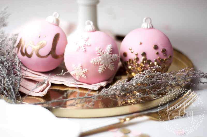 Chic and stylish Christmas bauble cupcake tutorial