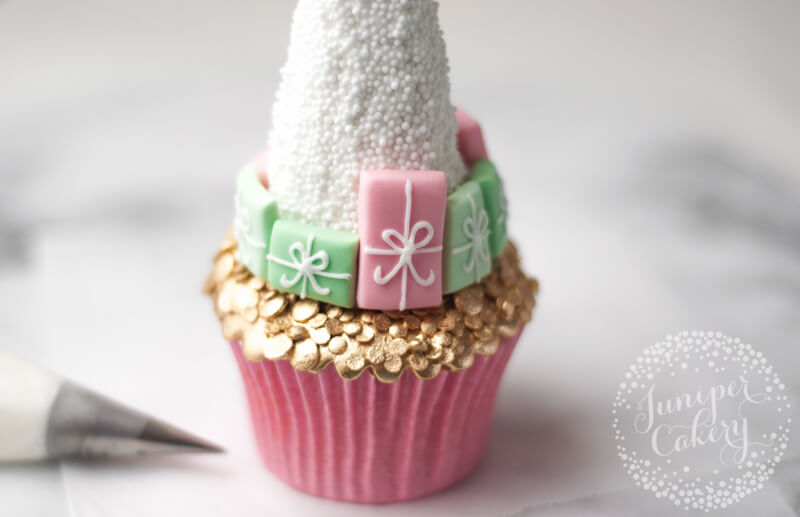 Make a super chic Christmas tree cupcake from Juniper Cakery